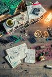 Scrittorio d'annata del lavoro di elettronica in laboratorio Fotografie Stock Libere da Diritti