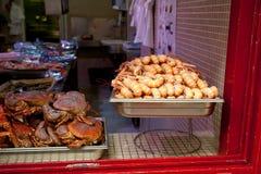 Scrittorio dei frutti di mare nel negozio dei frutti di mare Fotografia Stock