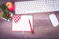 Scrittorio del lavoro con il messaggio di amore Fotografia Stock Libera da Diritti