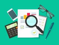 Scrittorio del lavoro del revisore dei conti, studio della congiuntura di stima, verifica finanziaria, rapporto di imposta Fotografie Stock