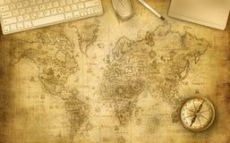Scrittorio della mappa con gli accessori dell'ufficio Fotografia Stock
