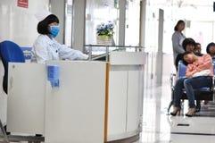 Scrittorio di informazioni all'ospedale Fotografia Stock