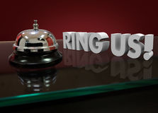 Scrittorio di Ring Us Words 3d Front Counter Customer Support Hotel fotografia stock libera da diritti