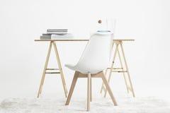 Scrittorio e sedia minimalisti moderni Immagini Stock Libere da Diritti
