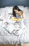 Scrittura #2 della donna immagini stock