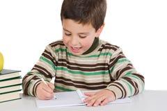 Scrittura adorabile del bambino nel banco Fotografie Stock