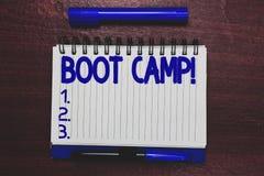 Scrittura concettuale della mano che mostra Boot Camp Campo di addestramento militare del testo della foto di affari per discipli immagini stock libere da diritti