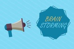 Scrittura concettuale della mano che mostra Brain Storming Foto di affari che montra le idee nuove di sviluppo di stimolazione Di Royalty Illustrazione gratis