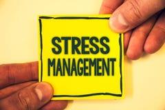 Scrittura concettuale della mano che mostra gestione dello stress Grizzle di sanità di positività di rilassamento di terapia di m Fotografia Stock Libera da Diritti