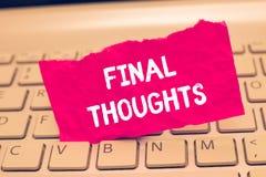 Scrittura concettuale della mano che mostra i pensieri finali Finale di raccomandazioni di analisi dell'ultimo di conclusione del immagini stock