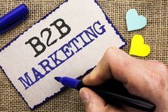 Scrittura concettuale della mano che mostra introduzione sul mercato di B2B Foto di affari che montra wri tra imprese di commerci Fotografie Stock