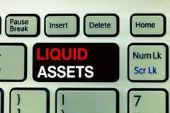 Scrittura concettuale della mano che mostra le liquidità I contanti e gli estratti conti del testo della foto di affari commercia fotografia stock libera da diritti