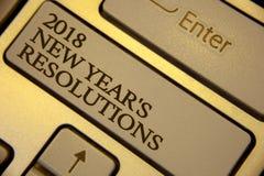 Scrittura concettuale della mano che mostra le risoluzioni di 2018 nuovi anni Lista del testo della foto di affari degli scopi o  Fotografia Stock Libera da Diritti