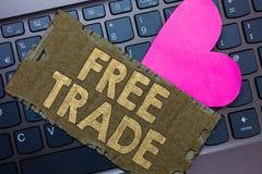 Scrittura concettuale della mano che mostra libero scambio Testo della foto di affari la capacità di comprare e vendere sui vostr immagini stock libere da diritti
