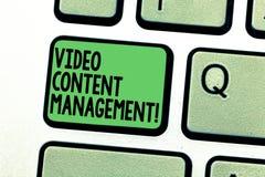 Scrittura concettuale della mano che mostra video content management La valutazione del testo della foto di affari di singola s è fotografia stock libera da diritti
