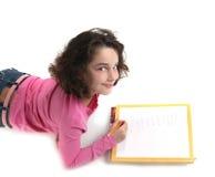 Scrittura del bambino in giovane età il suo lavoro su documento Fotografia Stock Libera da Diritti