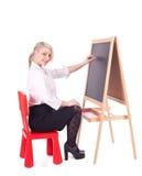 Scrittura della donna dell'insegnante sulla lavagna Fotografie Stock