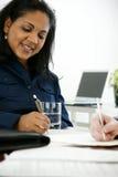 Scrittura della donna di affari Immagine Stock Libera da Diritti