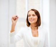 Scrittura della donna di affari nell'aria Immagini Stock Libere da Diritti