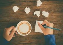 Scrittura della mano e del caffè Immagini Stock Libere da Diritti