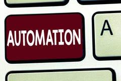 Scrittura della nota che mostra automazione La foto di affari che montra la tecnologia ha creato a produzione ed alla consegna de immagine stock