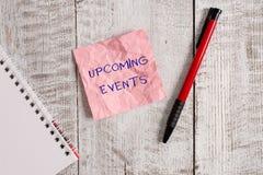 Scrittura della nota che mostra gli eventi imminenti Foto di affari che montra le occasioni pubbliche o sociali previste d'avvici immagine stock libera da diritti