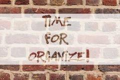 Scrittura della nota che mostra tempo per Organize Montrare della foto di affari fa le disposizioni o le preparazioni per l'event fotografia stock libera da diritti