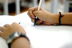 Scrittura della penna fotografia stock