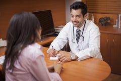 Scrittura della prescrizione Immagini Stock