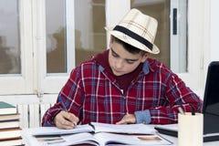 Scrittura dello studente Immagini Stock