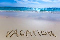 Scrittura di vacanza su una spiaggia immagine stock libera da diritti