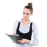 Scrittura sicura felice della donna di affari sul blocchetto per appunti Fotografia Stock Libera da Diritti