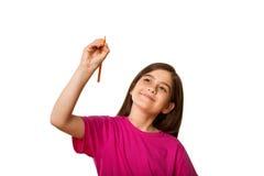 Scrittura sveglia dell'allievo con la matita Fotografia Stock
