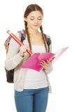 Scrittura teenager della donna con la matita enorme Fotografia Stock
