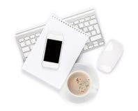 Scrivania con il computer, i rifornimenti e la tazza di caffè Fotografie Stock Libere da Diritti