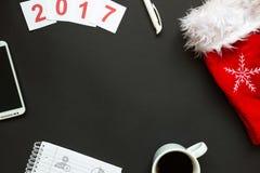 Scrivania con la vista superiore della decorazione del nuovo anno e di Natale Fotografie Stock Libere da Diritti