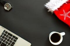 Scrivania con la vista superiore della decorazione di Natale Fotografie Stock Libere da Diritti