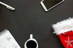 Scrivania con la vista superiore della decorazione di Natale Fotografie Stock