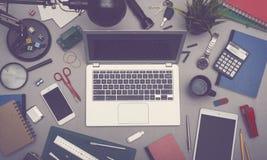Scrivania del computer portatile immagine stock libera da diritti