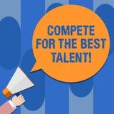 Scrivendo la rappresentazione della nota competi per il migliore talento Foto di affari che montra concorrenza determinare chi è  illustrazione di stock