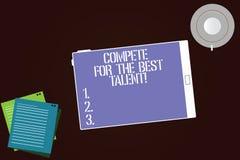 Scrivendo la rappresentazione della nota competi per il migliore talento Foto di affari che montra concorrenza determinare chi è  illustrazione vettoriale