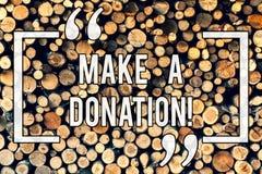 Scrivendo la rappresentazione della nota faccia una donazione Foto di affari che montra Donate che dà le cose usate più alla most fotografia stock