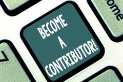 Scrivendo la rappresentazione della nota trasformi in in un contributore Montrare della foto di affari partecipa sul donare lo sc fotografia stock