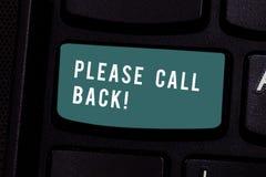 Scrivendo nota che mostra prego chiamata indietro Foto di affari che montra invito a ritornare per seconda audizione o l'intervis fotografie stock