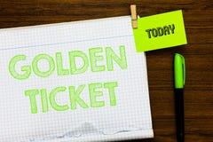 Scrivendo a rappresentazione della nota biglietto dorato Foto di affari che montra il taccuino aperto p di evento di Seat del bot fotografia stock