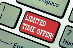 Scrivendo a rappresentazione della nota offerta di tempo limitato La foto di affari che montra l'oggetto speciale disponibile per royalty illustrazione gratis