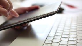 Scrivendo sulla compressa digitale video d archivio