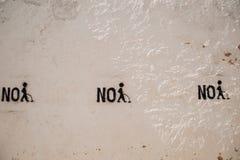 Scrivendo sulla parete, nessuna pipi Immagine Stock