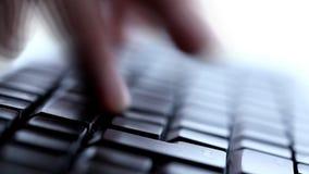 Scrivendo sulla tastiera archivi video