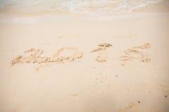 2015 scrivono sulla sabbia bianca Fotografie Stock